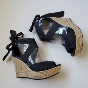 Ugg lucianne wedges size 8 (39)